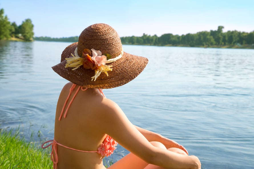 Rentoon mökkilomailuun kuuluvat helpot ja kätevät kauneustuotteet, joita voi käyttää monella eri tavalla.