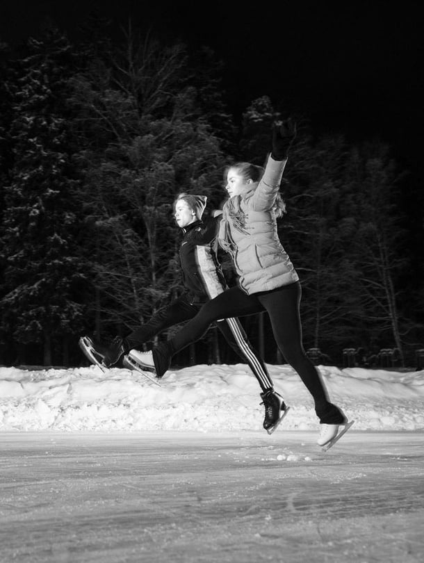 Simoeemil ja Saarastiina Nurmela, 20, asuvat yhdessä Helsingissä ja treenaavat muodostelmaluistelua Marigold IceUnity -joukkueessa.