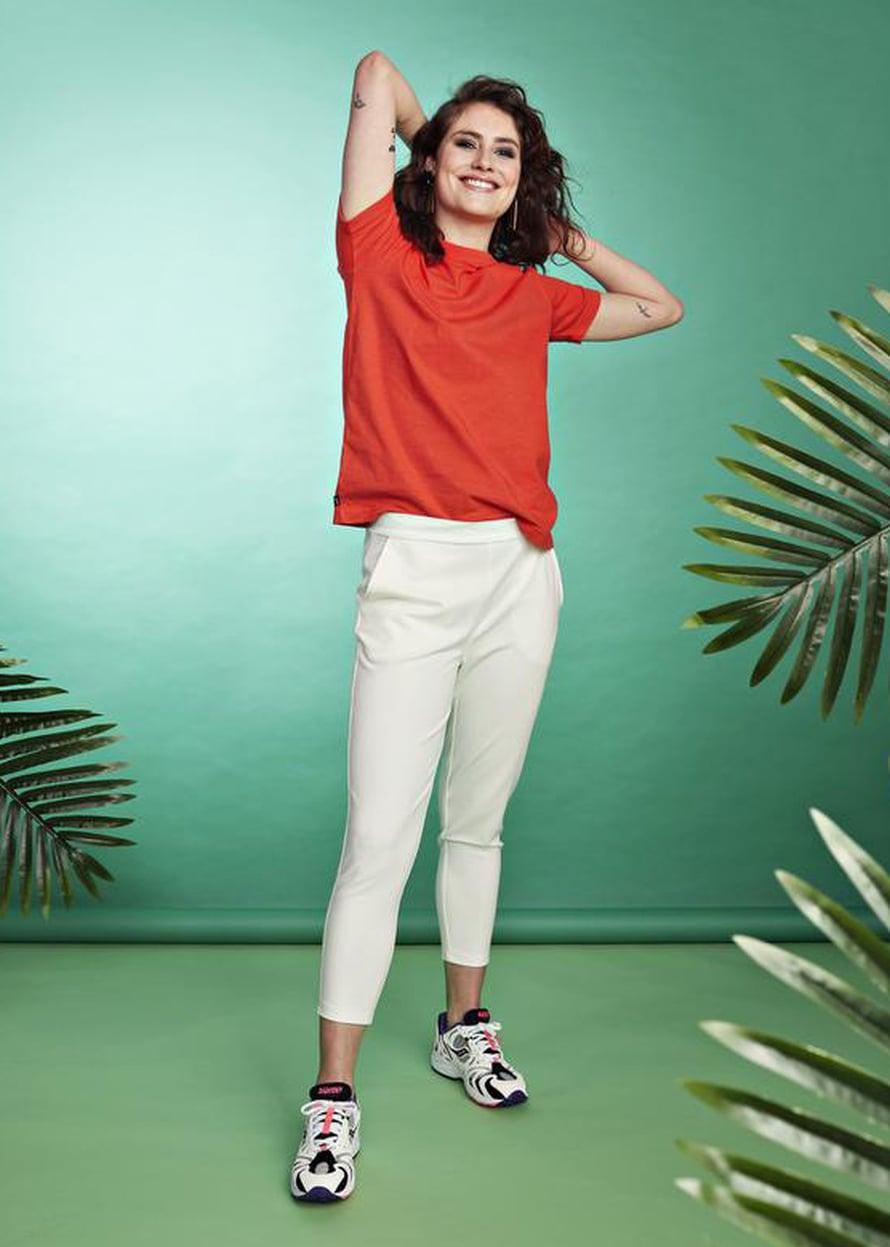 1 Valkoiset housut