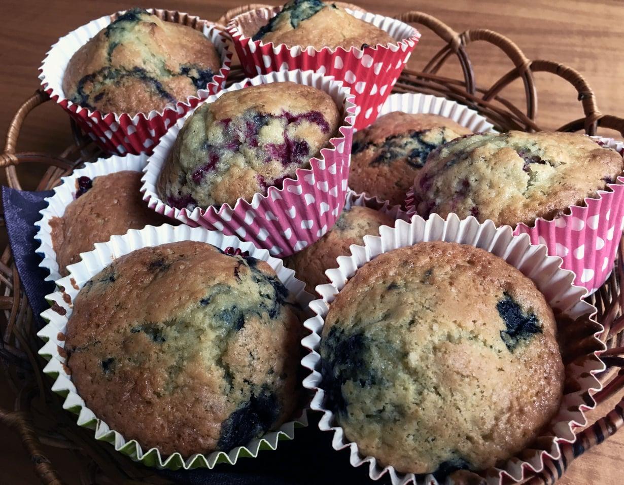 Unohda vierasvarat! Maailman helpoimmat muffinit valmistuvat ystävän kanssa jutellessa.