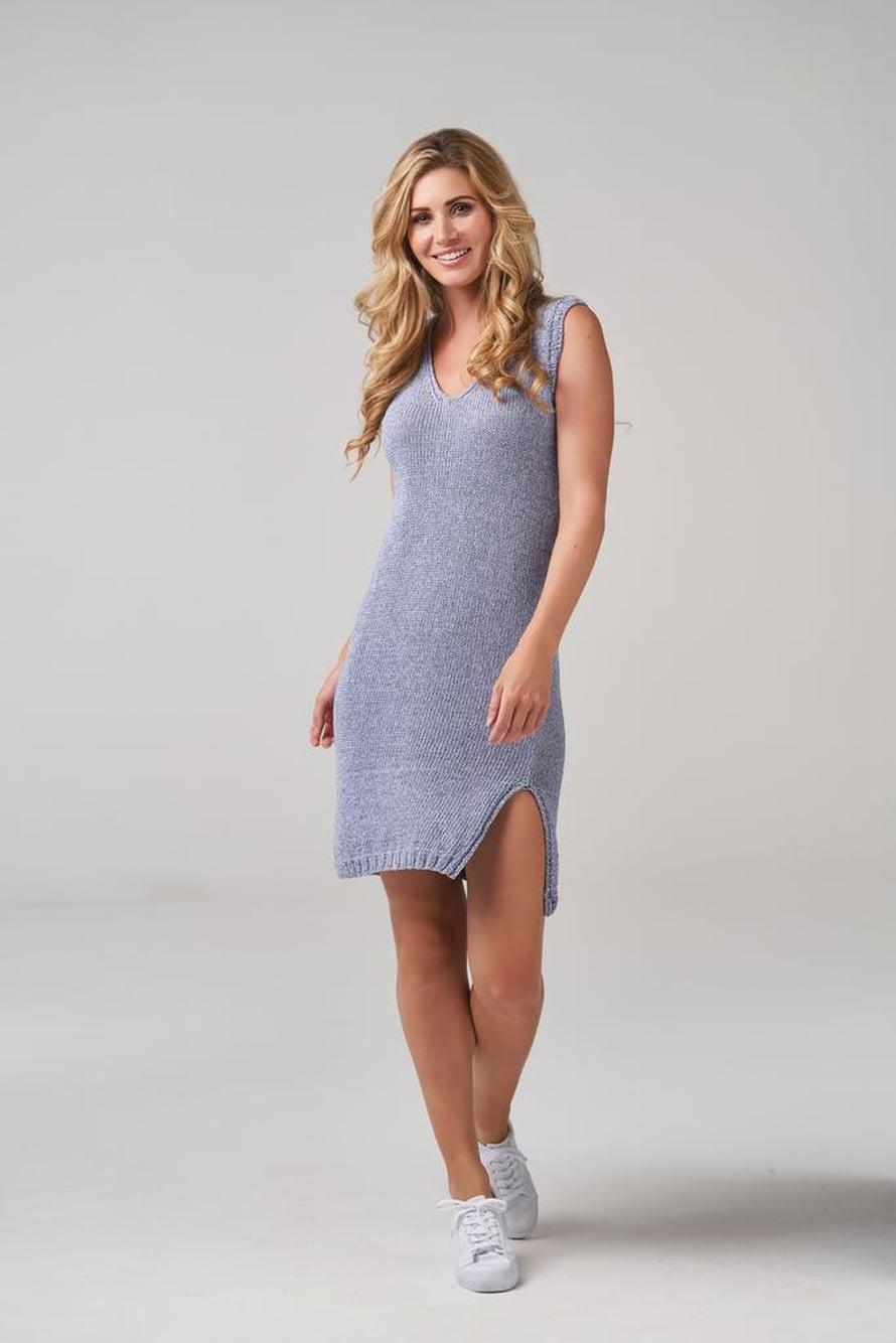 29 Sininen neulottu mekko