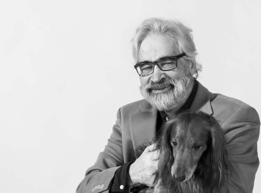 Lääketieteen ja kirurgian tohtori Heimo Langinvainio on tehnyt Suomen Kennelliitolle Hyvää elämää koiran kanssa -tutkimuksen. Hän asuu Espoossa ja ulkoilee 7-vuotiaan mäyräkoiransa Napoleonin kanssa.