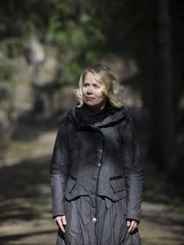 Pauliina Rauhalan uusi kirja Synninkantajat kertoo pohjoispohjanmaalaisesta kylästä, jossa eletään 1970-lukua ja odotetaan Jeesuksen toista tulemista.