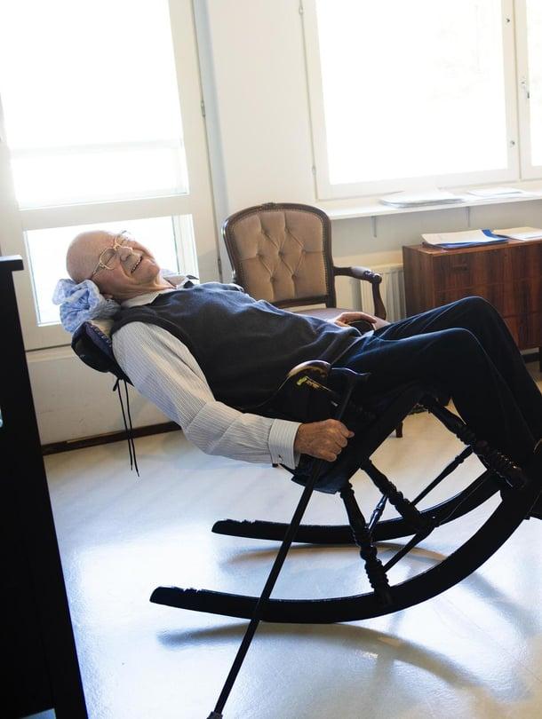 Reino Martiskaisen, 82,  rakkain esine on keinutuoli. Uni tulee siinä heti.