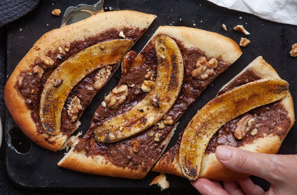 Nutellan päälle siivutettu banaani on juuri sopivan ätläkkää.
