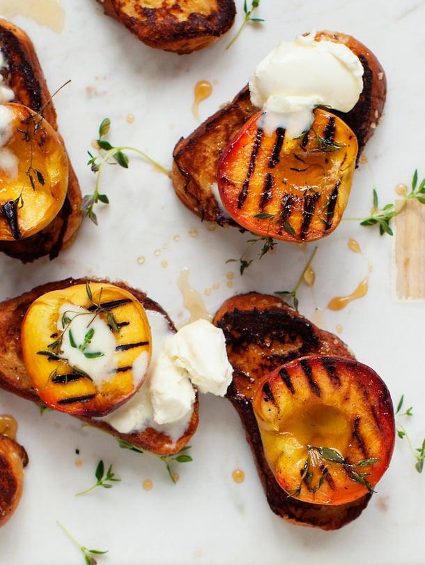 Vaihda tuttu hillotäyte grillattuihin persikoihin.