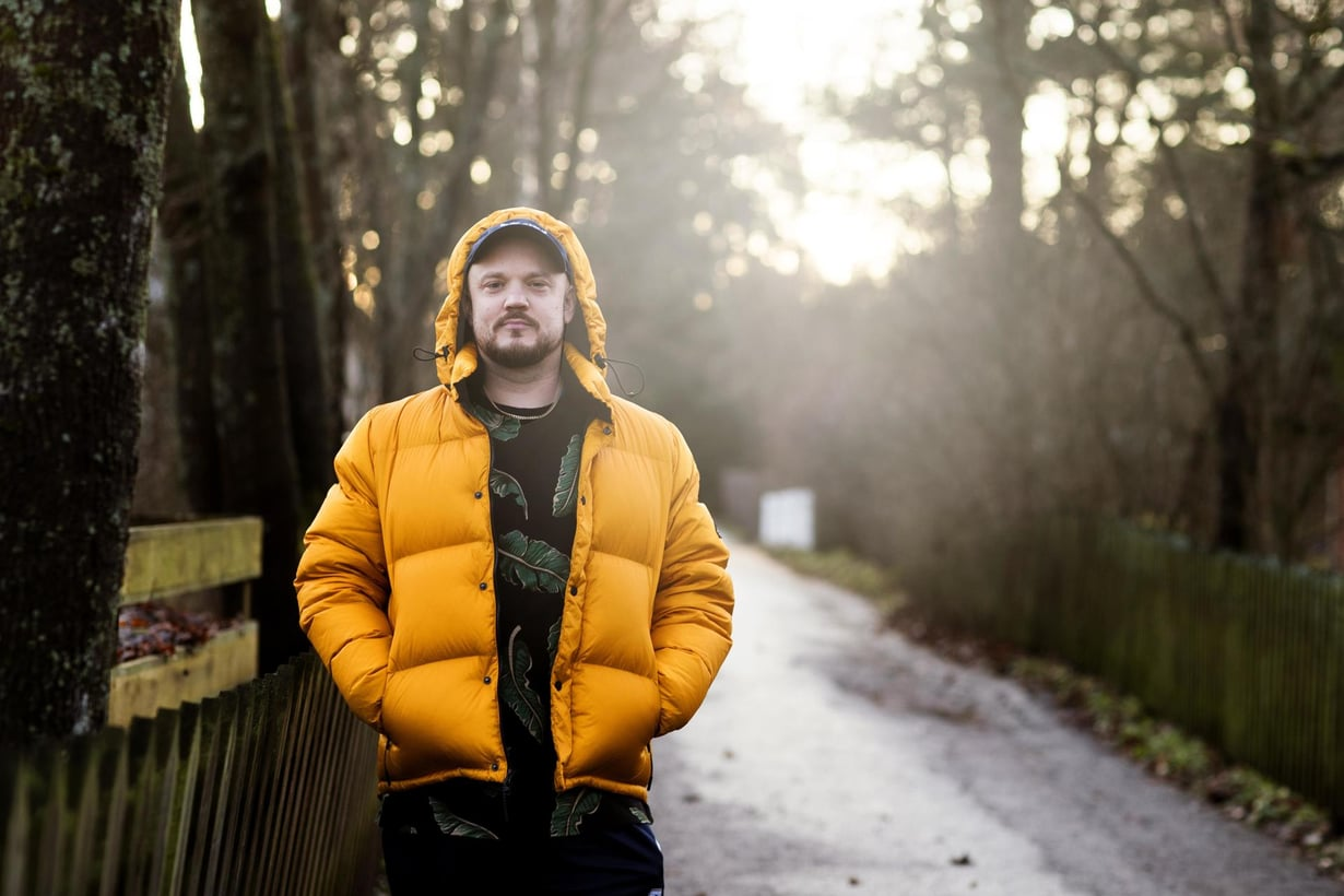 """""""Ajattelen, että onnellisuuden vastakohta on pelko siitä, että jotain menee pilalle"""", sanoo Pyhimys eli Mikko Kuoppala."""