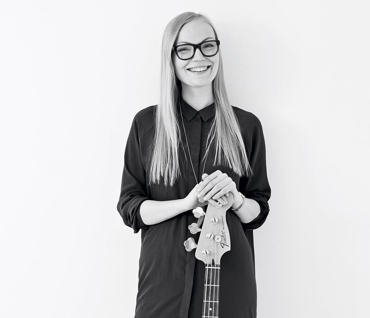 Musiikinopettaja Minja Koskela, 28, kuuntelee mieluummin puheradiota kuin musiikkia.