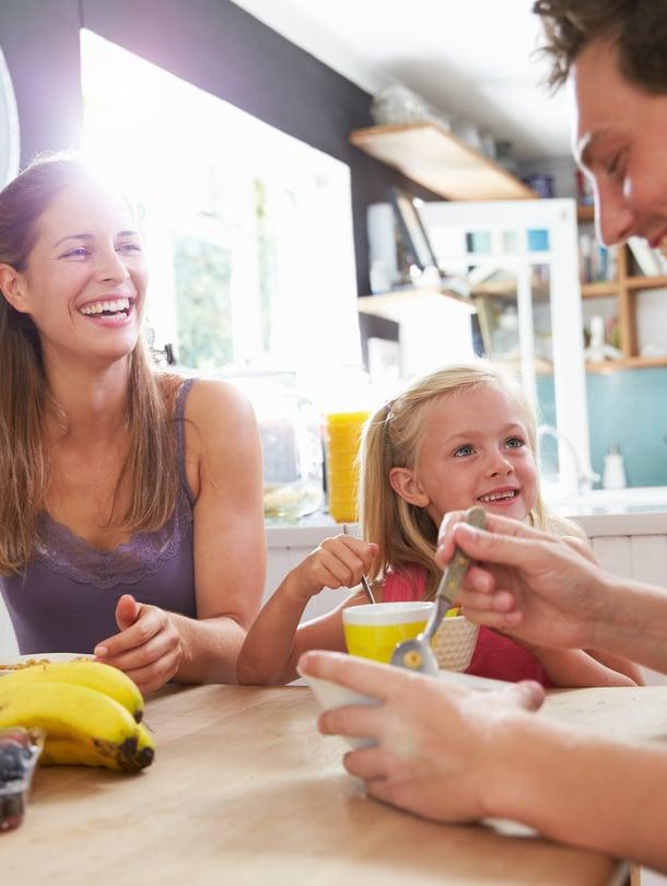 Tässä kodissa on mylkkäämisen ja mammittamisen jälkeen alkanut aamis. Pöytään on nostettu lutasia ja ehkä joku hyveinen. Ohjaamo ei ehkä ole vielä parhaimmillaan. Ymmärsitkö?