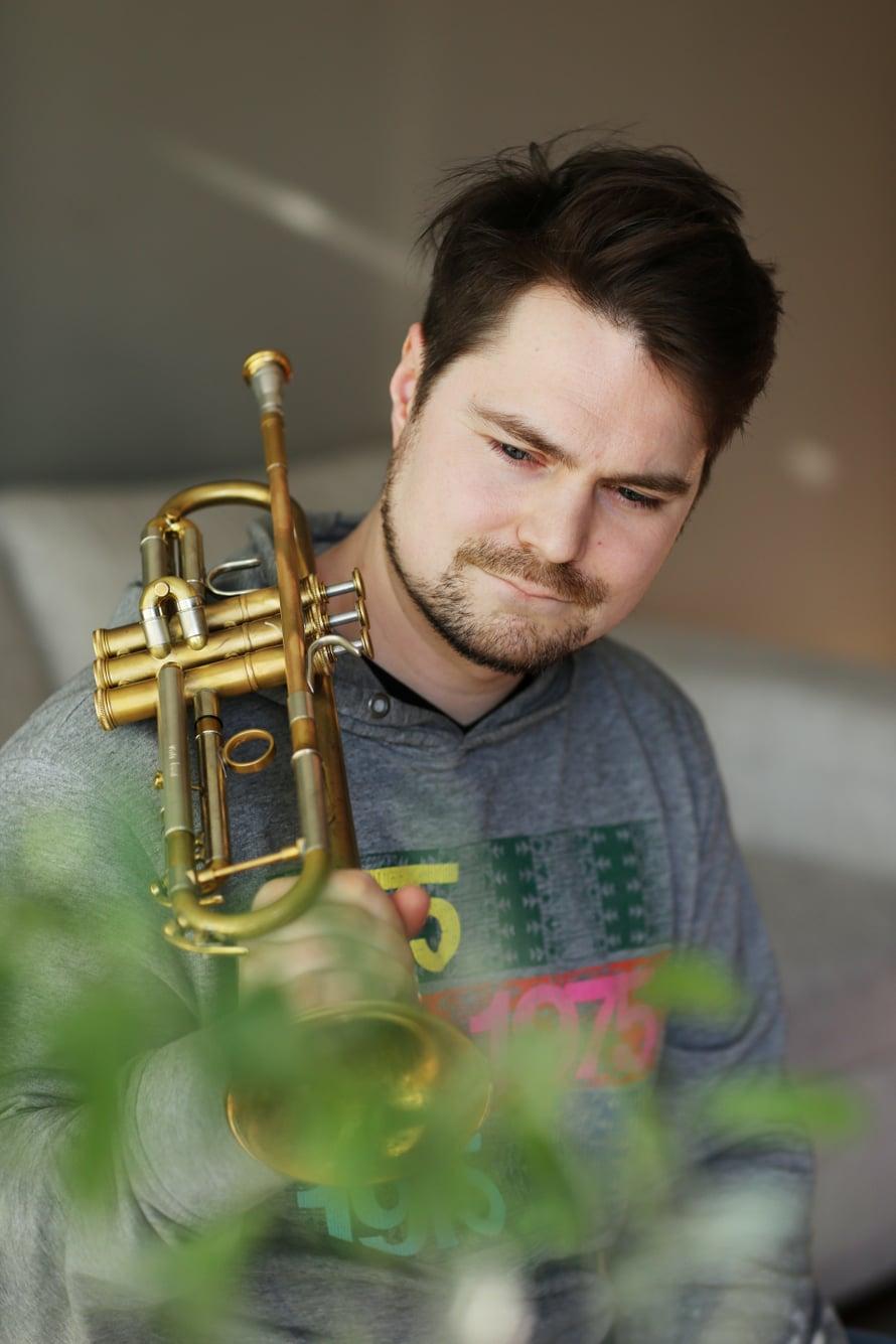 Trumpetisti Verneri Pohjola tulkitsee kesäkuun alussa ilmestyvällä Pekka-levyllään isänsä, basisti Pekka Pohjolan musiikkia.