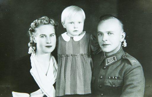 Tämä kuva on otettu Raumalla, kun asuin mummin luona. Olin kolmevuotias.