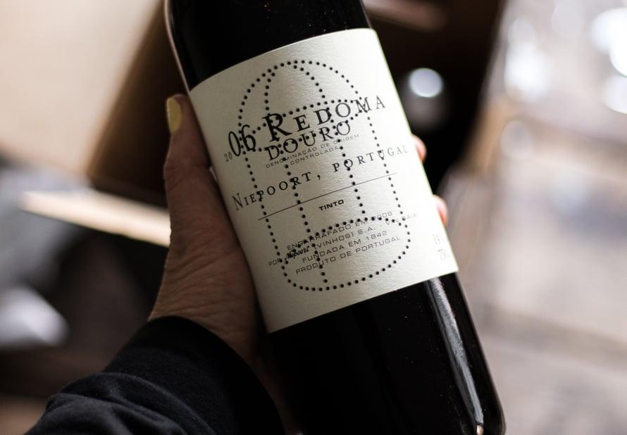 Tätä viiniä en ole koskaan ennen maistanut, mutta Redoman valkoviini kuuluu suosikkeihini. Kuulin vasta hiljattain että suomesta saa myös viinitalon punaista ja tallensin sen heti listalleni. Nyt oli hyvä hetki tilata tätä pullollinen, korkkaamme sen pääsiäisenä!