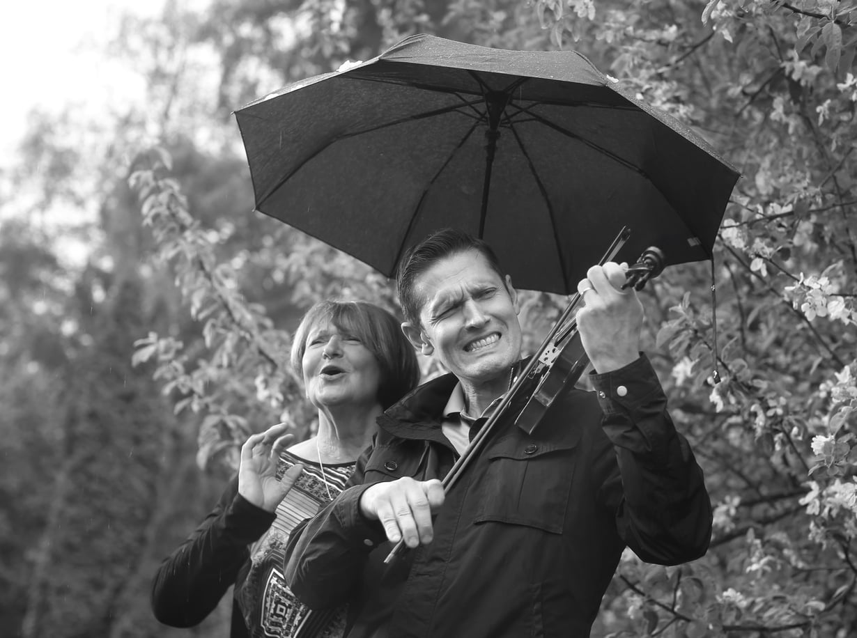 Marianna ja Sinuhe Wallinheimolla on molemmilla absoluuttinen sävelkorva. Sinuhe jätti viulunsoiton lapsena, kun urheilu alkoi kiinnostaa enemmän.