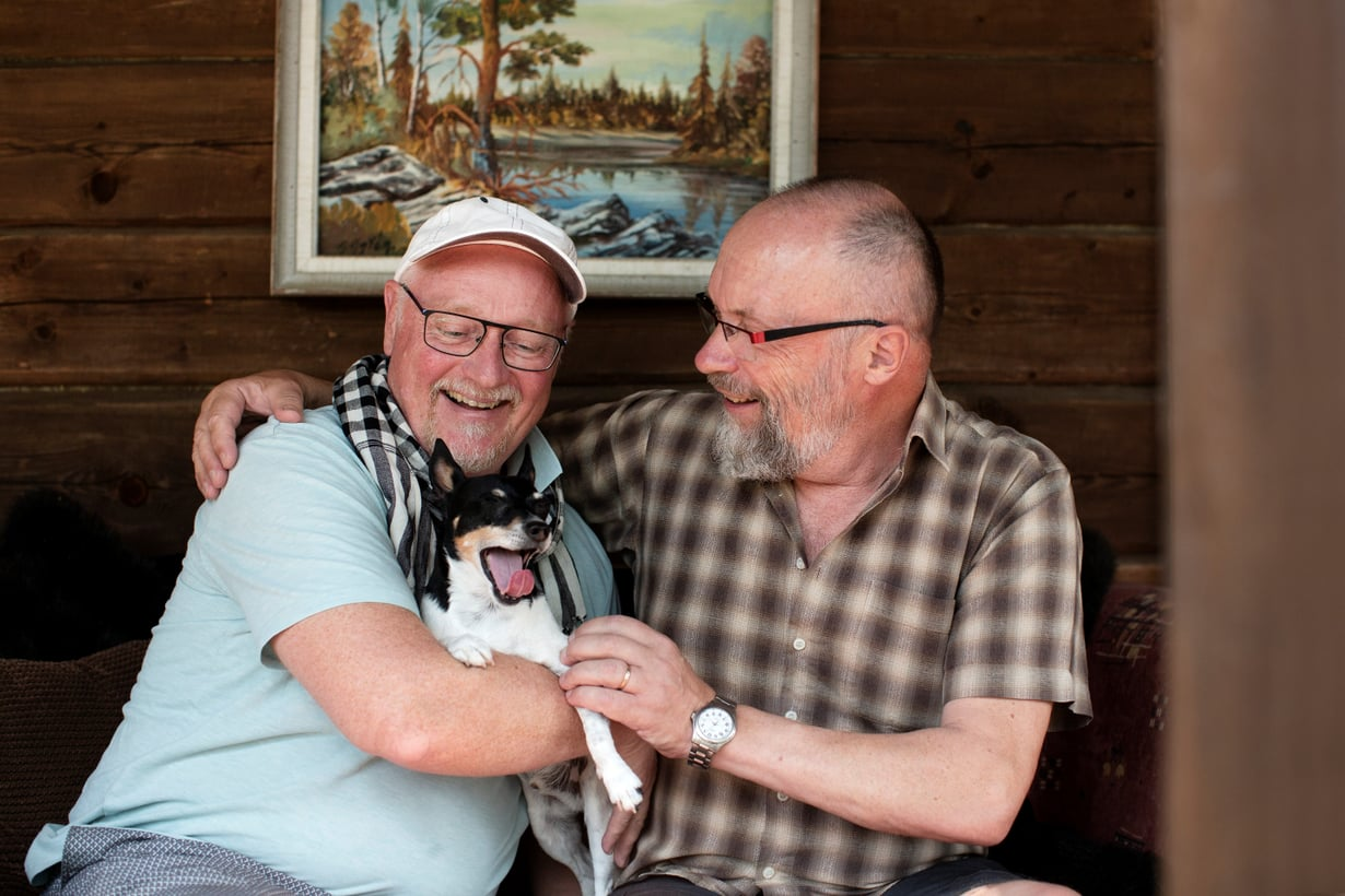 """Ari ja Tapani Kotisaari ovat olleet yhdessä 26 vuotta. Kun on pelännyt, ettei löydä  rakkautta tai ettei kävele enää koskaan, iloitsee jokaisesta päivästä. """"Elämä  voikin olla parempaa kuin kuvitteli."""""""