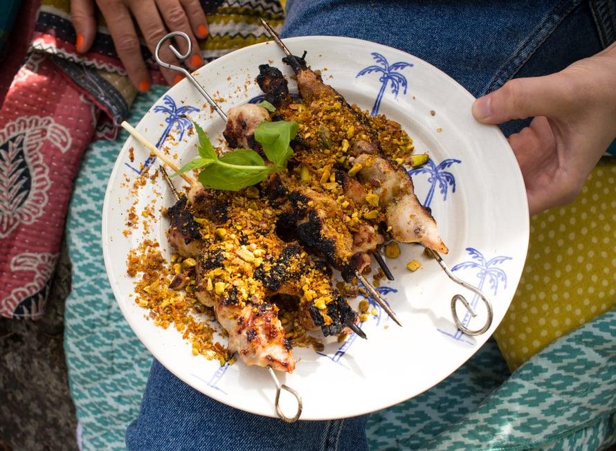 Kanavartaiden viimeistelyyn tarkoitettu pistaasiseos aateloi vartaiden mausteisuuden ja toi ihania sävyjä esiin valkoviinistä.