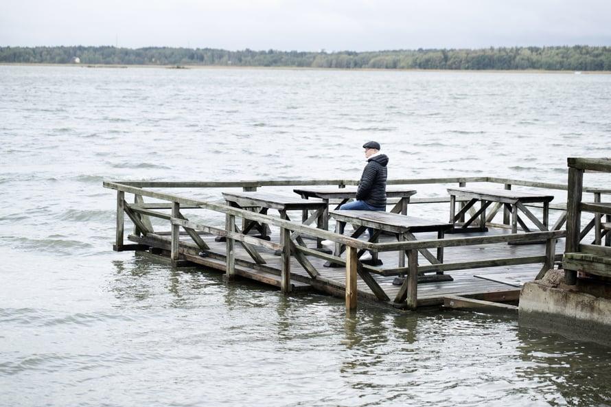 Kun Kari sai kuulla, ettei syöpä ole levinnyt, hän tuli Munkkiniemen rantaan Helsingissä. Sieltä hän soitti hyvät uutiset perheelleen. Paikka on hänelle edelleen tärkeä.