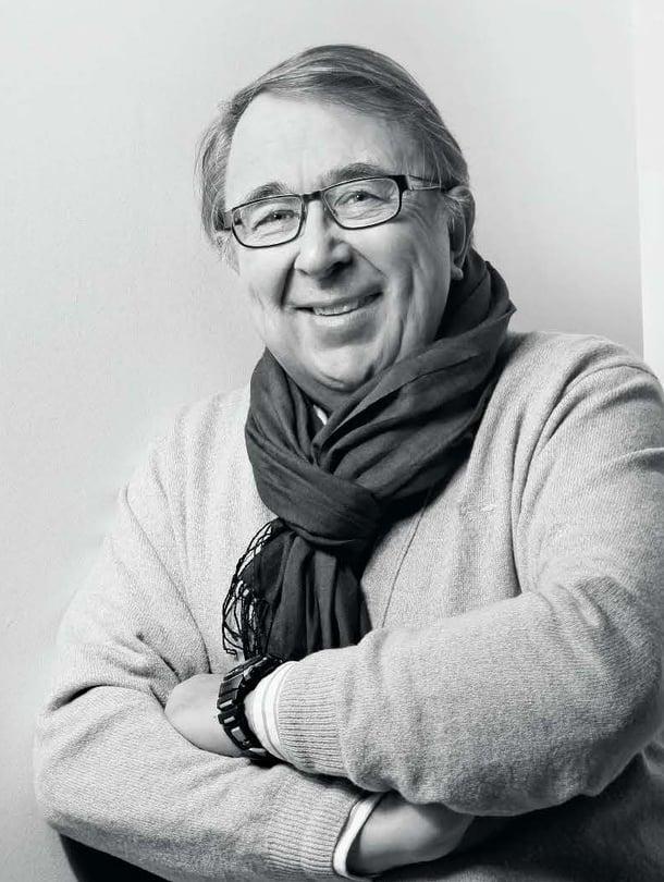 """68-vuotias filosofian professori emeritus Timo Airaksinen julkaisi juuri kirjan Halun vallassa – onnellisuutta etsimässä. Hänestä suomalainen onni on luminen mäntymetsä omakotitalon ikkunassa. """"Mutta mihin se riittää tässä pahassa maailmassa?"""" hän kysyy."""