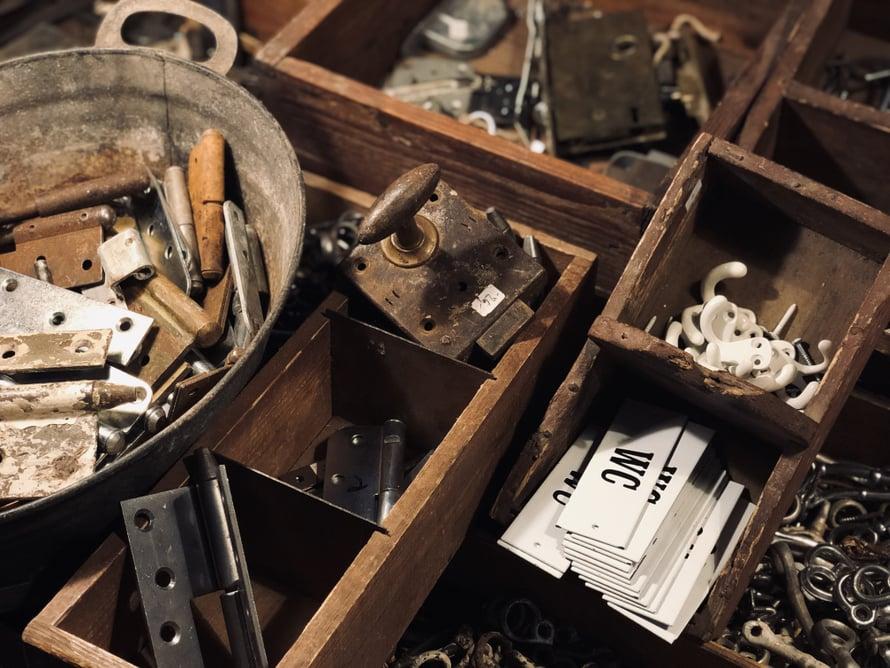 Helat, saranat ja koukut - kaikki vanha mitä tarvitset löytyy täältä.