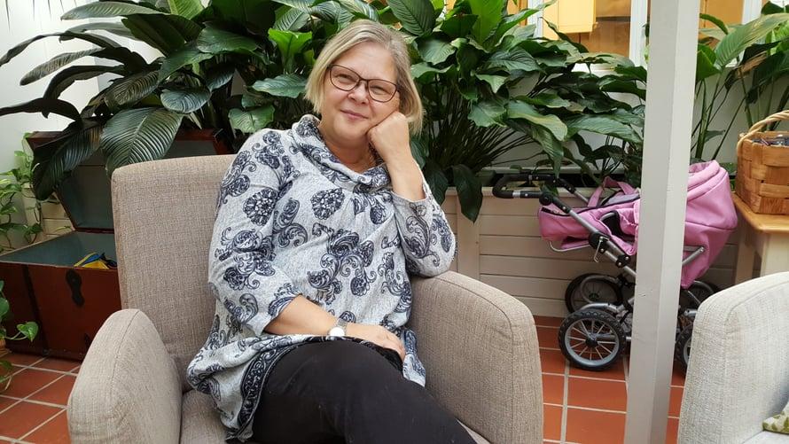 """""""Ihmisellä voi olla parantumaton sairaus, ja silti hänellä on vielä aikaa olla vahva"""", Terhokodissa työskentelevä sairaanhoitaja Carita Olkkonen sanoo."""