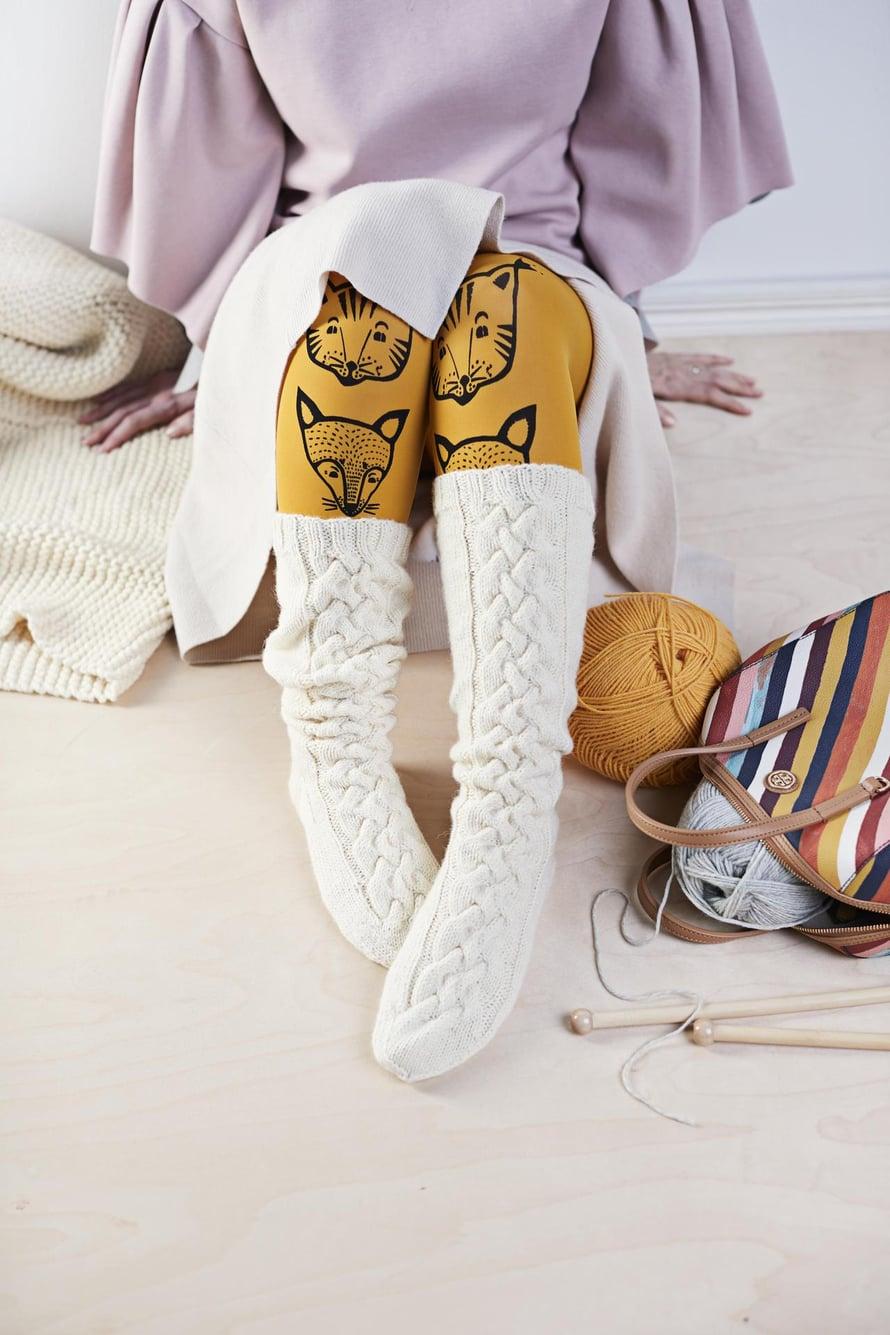 Palmikkosukat sopivat pukukoodiin yhtä hyvin iltamenoissa kuin sohvannurkassa.