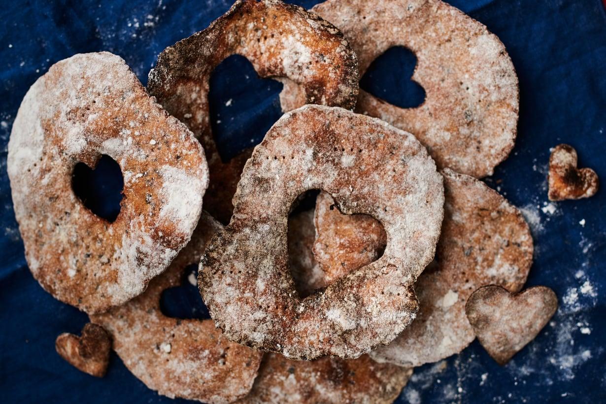 Ohut näkkileipä on mitä mainioin alusta joulun ihanimmille alkupaloille.