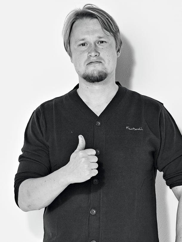 35-vuotias Väestöliiton perhetutkija asuu Espoossa.  Telkkarista hän katsoo mieluiten jalkapalloa.