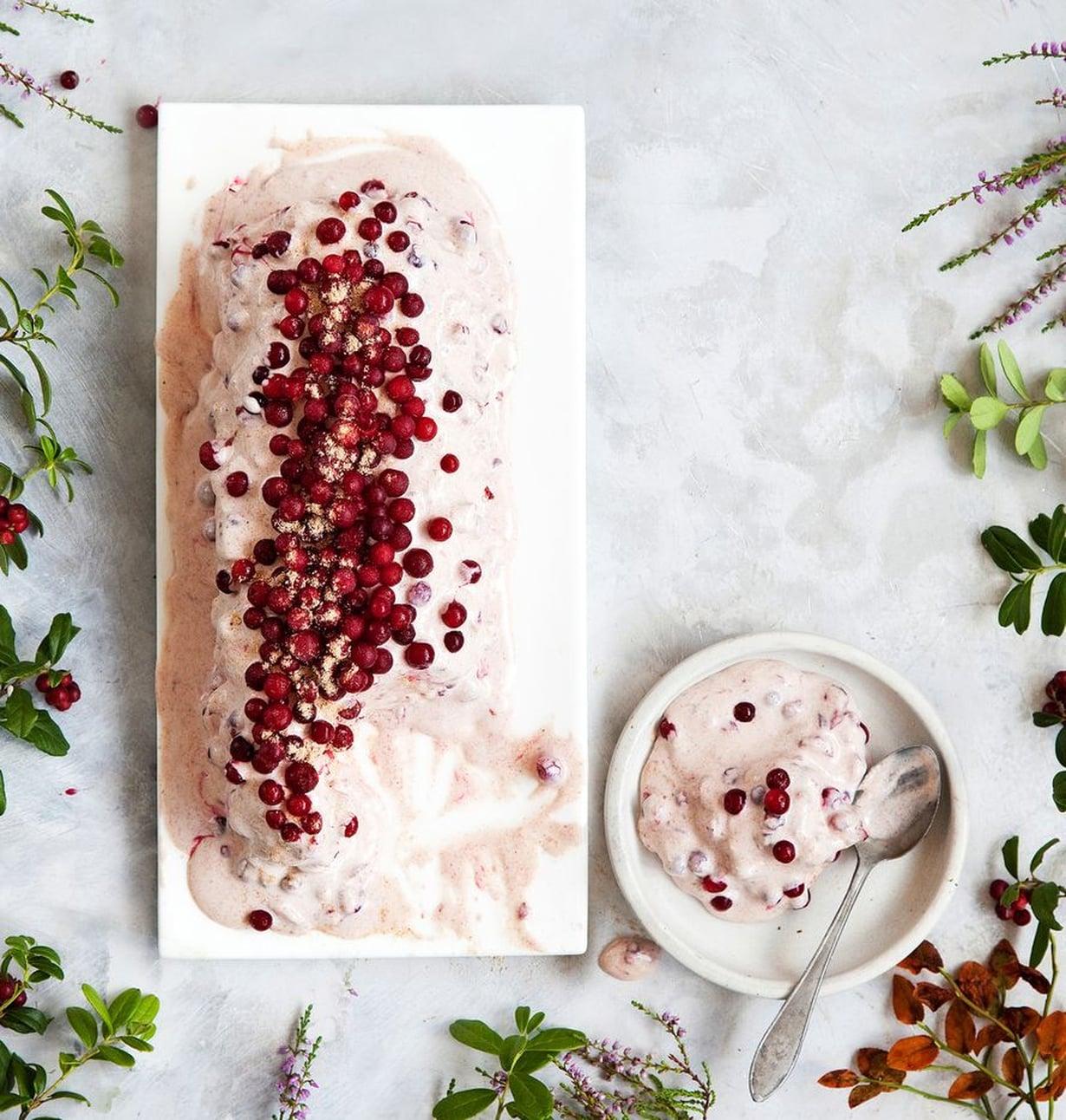 Jäädyke on viileä versio perinteisestä puolukkahyveestä.Jos et jaksa odottaa, syö se jäädyttämättä.