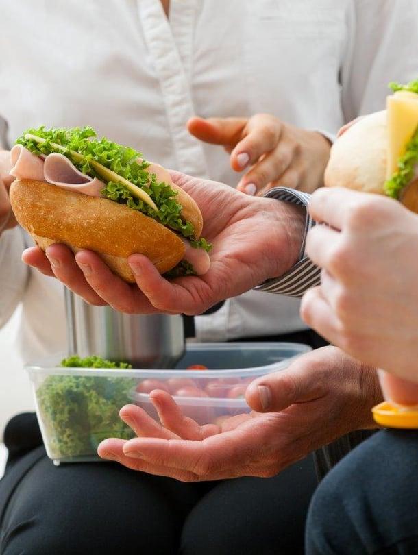 Eväiden syöminen voi olla työpaikallakin ihan miellyttävä ja sosiaalinen tapahtuma.