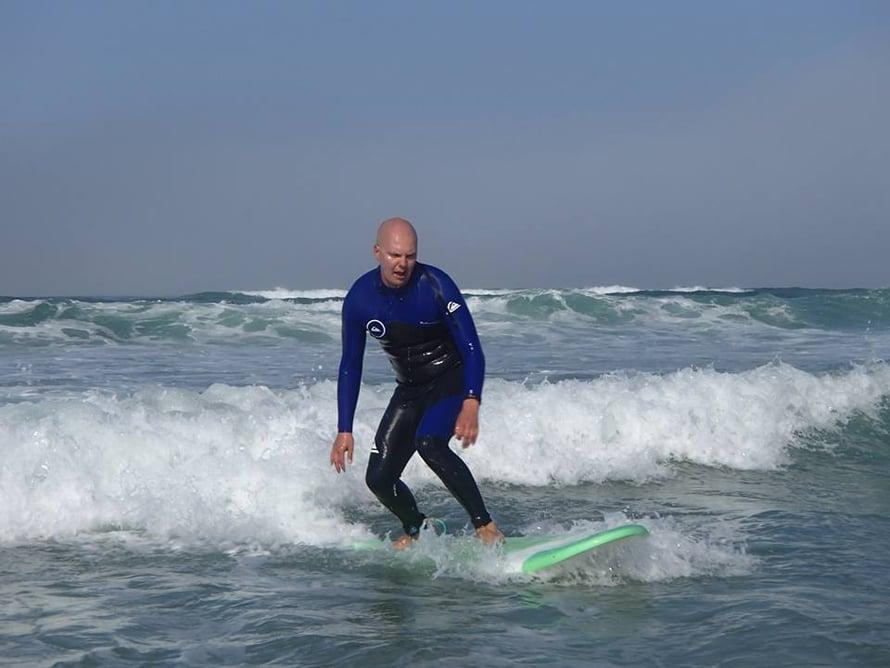 Kuva julkaistu mieheni Laurin luvalla ja kuvaajana on toiminut Natural Surf Lodgen opettaja, Samy