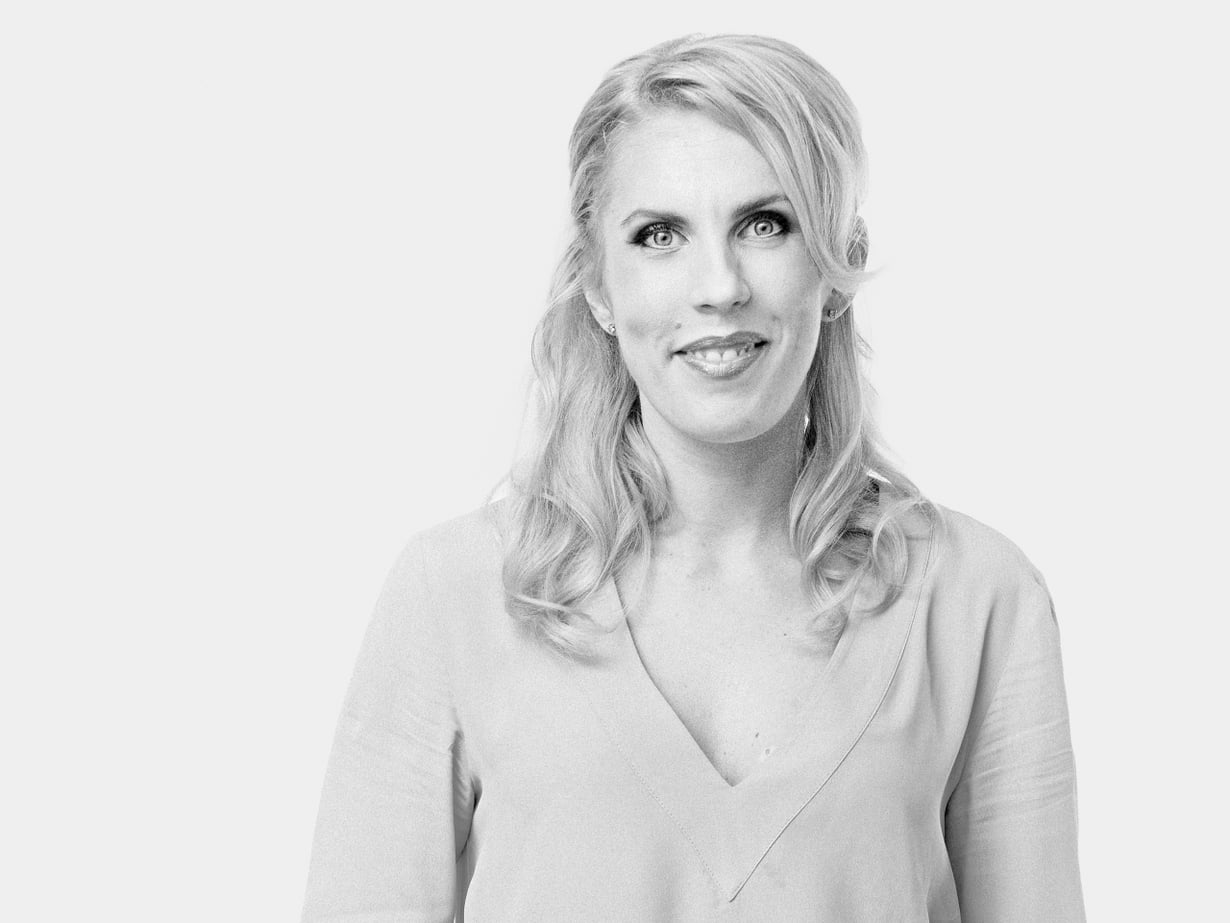 Maija llmoniemi on 35-vuotias bloggaaja ja yrittäjä, joka asuu sinkkuna Helsingissä.