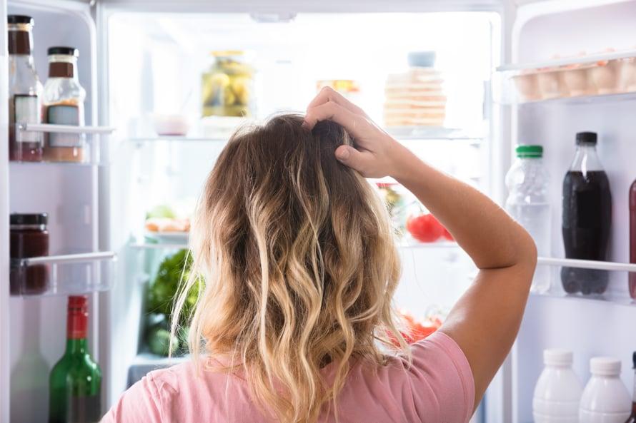 Meniköhän nämä nyt oikein tänne hyllylle? (Ota nyt ainakin ne kananmunat jääkaapin ovesta pois!)