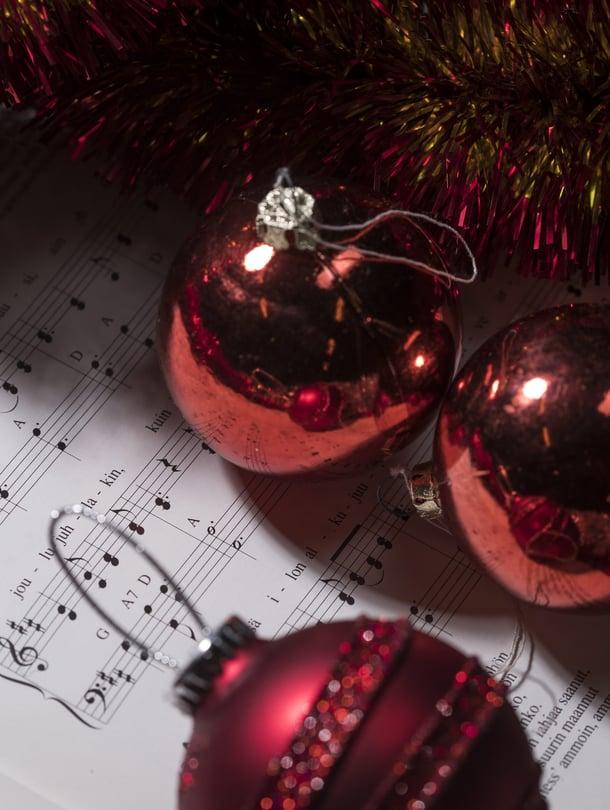 Joitakin joululauluja on melkein vaikea laulaa, kun alkaa itkettää. Tunnistatko tunteen?
