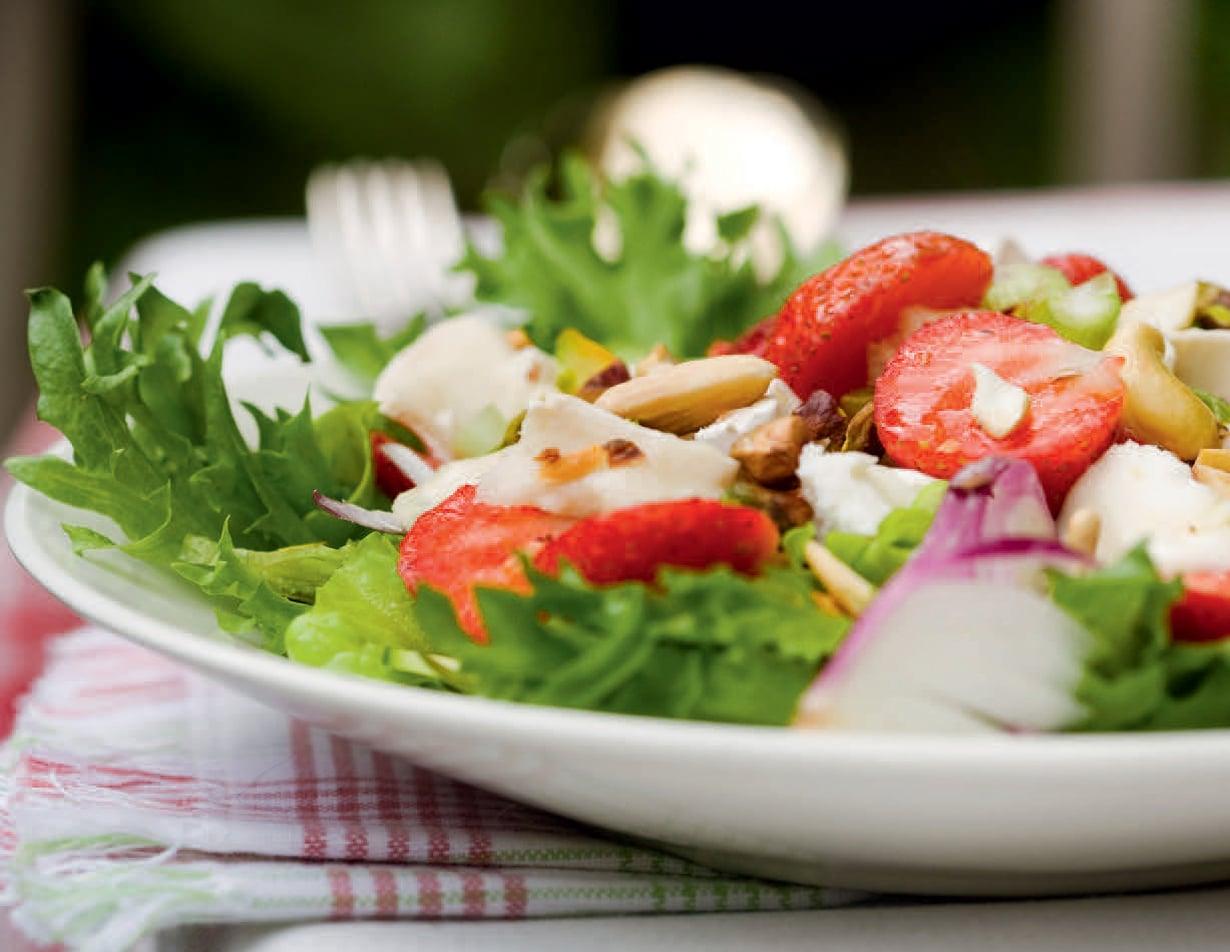 Mansikan seuraksi sopivat vuohenjuusto, feta ja mozzarella. Valitse mieleisin!