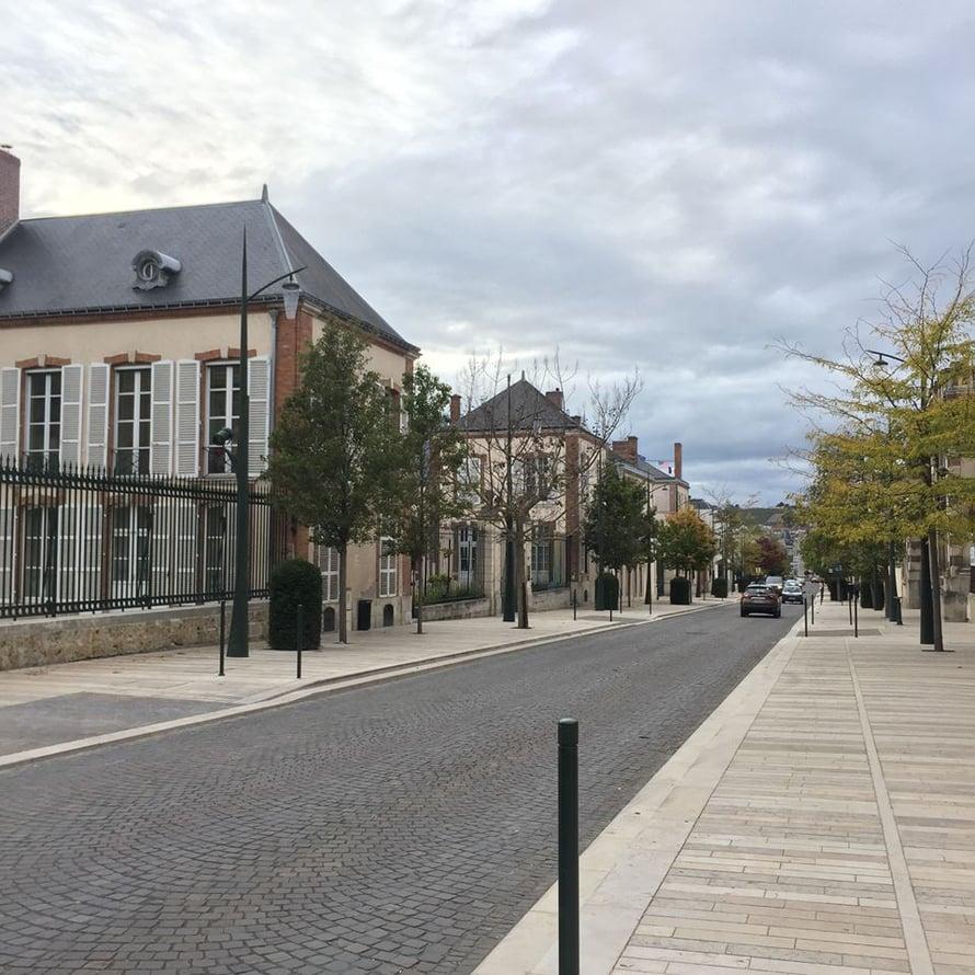 Hiljainen Avenue de Champagne lauantaina alkuillasta