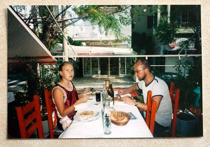 Tytär ja isä ehtivät käydä lomareissuilla myös ulkomailla, Rodoksella ja Portugalissa.