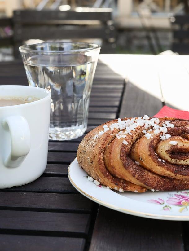 Kahvihetken kuningassarjaan pääsee monen mielestä kupillisen juominen korvapuustin kanssa.