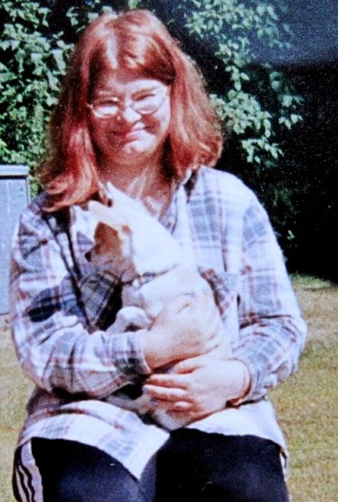 """""""Isä halusi kuvan minusta ja Tepi-koirastani, kun olin isällä käymässä keväällä 1998. Suhteeni isään on aina ollut hyvä."""""""