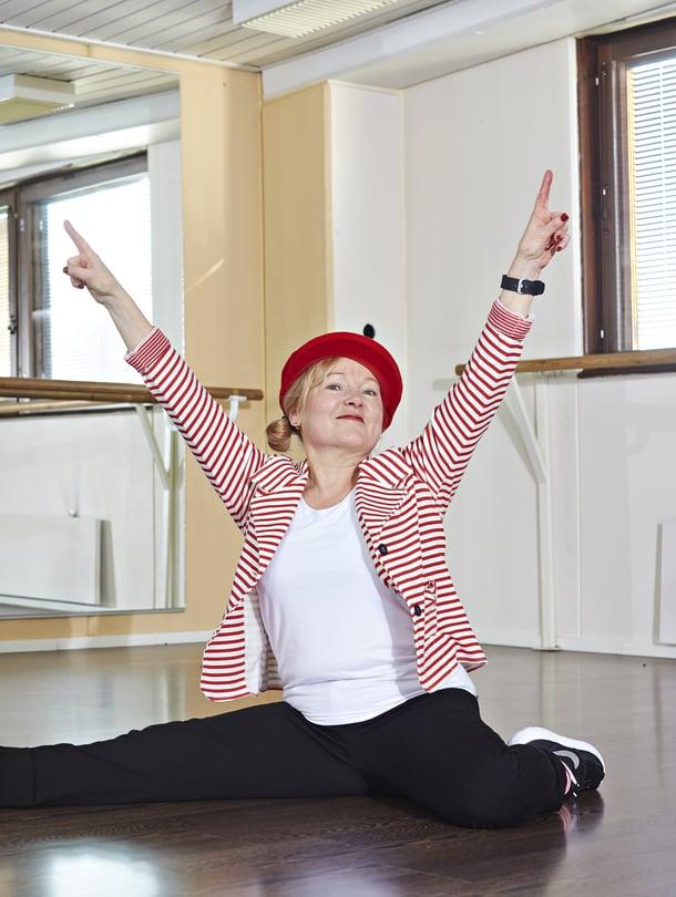 Funky Mama Maarit Salminen harrastaa katutanssia eli lockingia.