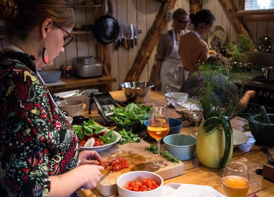 Nami Namastessa oli sopivassa suhteessa kokkailua, rentoilua ja juomien siemailua.