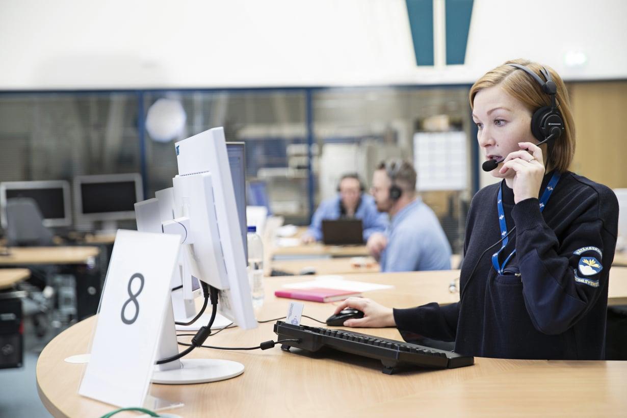 Älä odota liian kauan vaan soita hätäkeskuksen numeroon 112. Yhdessä Suomen kuudesta hätäkeskuspäivystyksestä puheluihin on vastaamassa myös hätäkeskuspäivystäjä Iida Rintala.