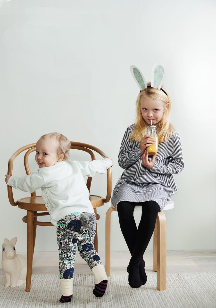 Pupuilla on pitkät korvat, tupsuhäntä ja kasvava makeannälkä.