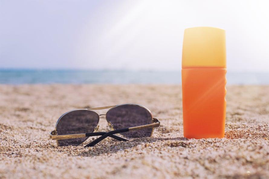 Auringossa on ihanaa, kun muistaa perusasiat suojautumisesta. Tässä niistä kaksi.