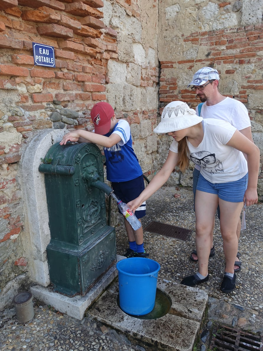 Ranskassa vesijohtovesi on juomakelpoista. Sekä Pariisissa että Auvillarin kylässä oli paikka paikoin juomapisteitä, joista voi täyttää vesipullon.
