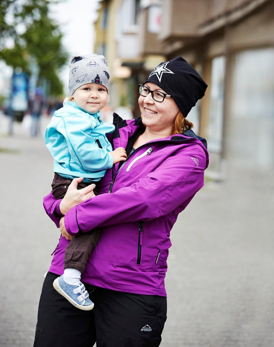 """""""Kun tulin eilen kotiin, yksivuotias poikani Eetu juoksi ovelle vastaan ja huusi: Äiti! Tuntui ihanalta."""" Niina Kakkola, 39, sairaanhoitaja, Lappeenranta."""