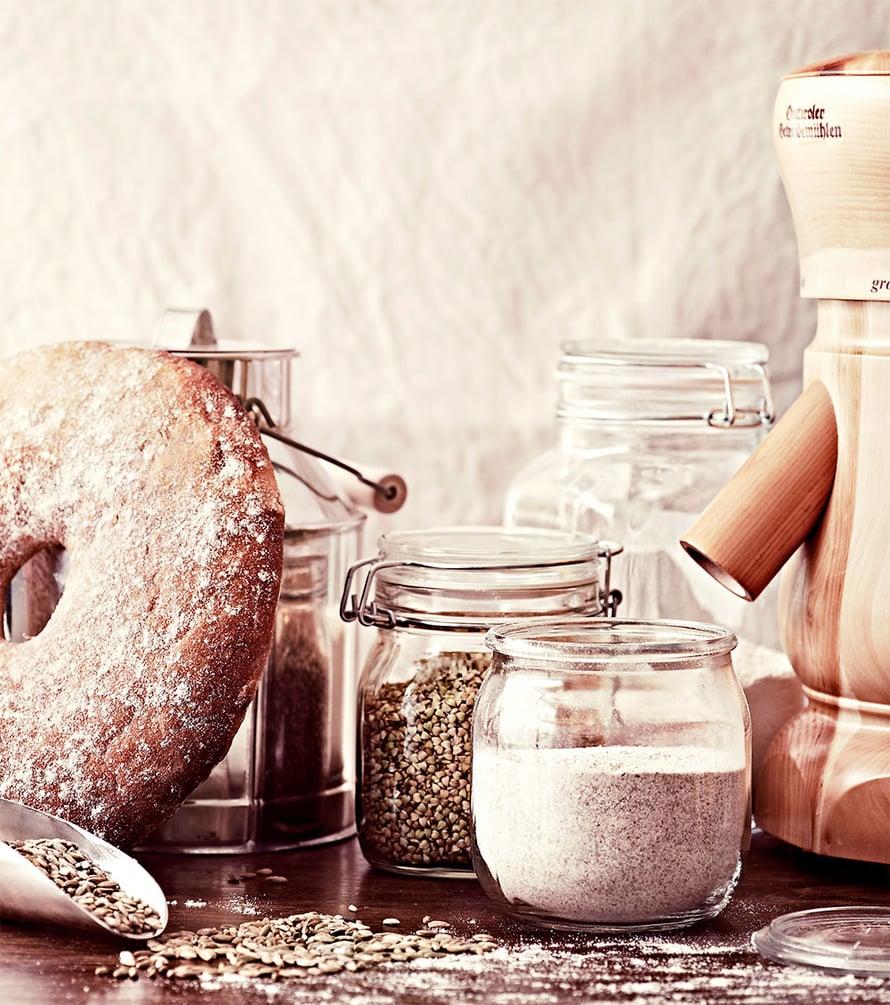 Jauhoissakin tuoreus on valttia. Omalla myllyllä voi jauhaa vain kerrallaan tarvitsemansa määrän.