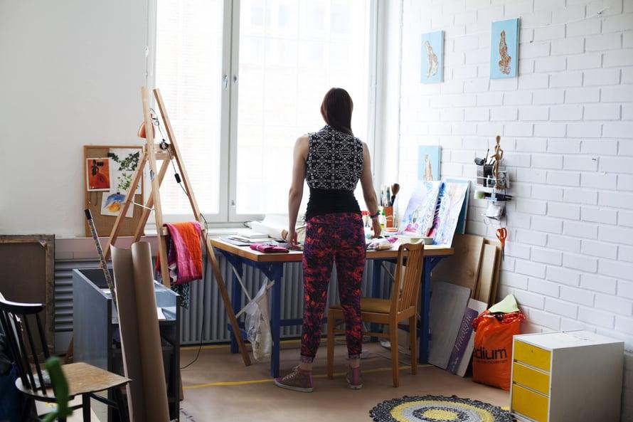 """Viivi haluaa kuvata asioita, jotka tuntee. """"Varmaan siksi päädyn usein kuvaamaan omaa elämääni. Teen sarjakuvia niin kauan kuin elämässä on virhe."""""""
