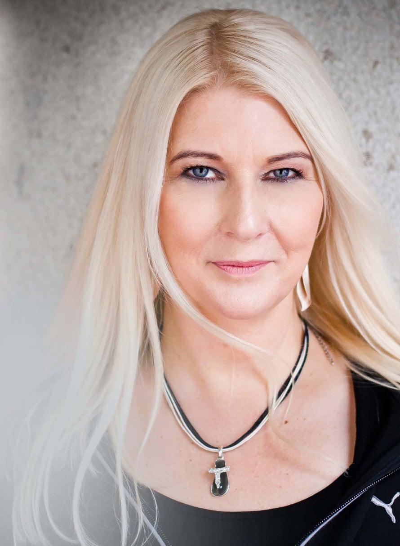 Helena Åhmanin dekkari Vallan varjo ilmestyi syyskuussa.