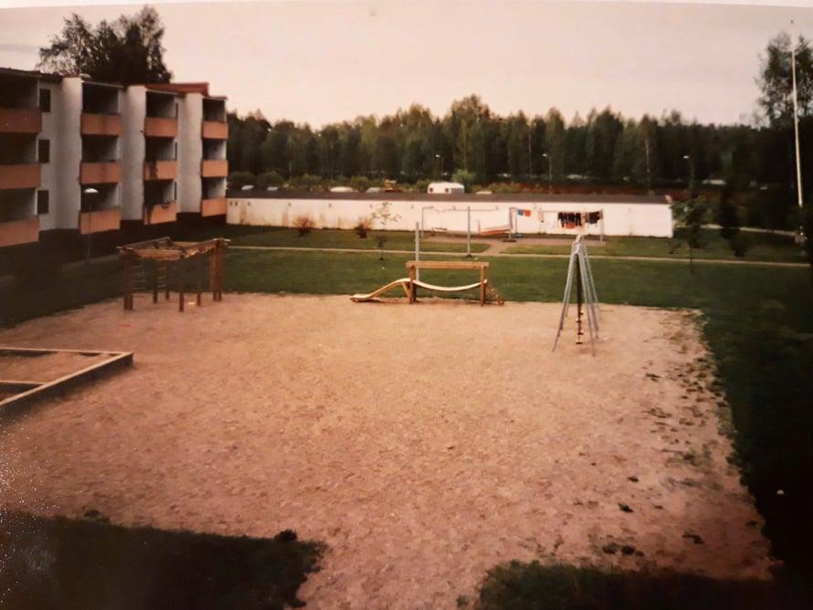 Huippumeininkiä Kirkkarissa 80-luvun alkupuolella. No oikeasti pihallahan tapahtui vaika mitä, kun siellä olivat kaikki ulkona kesät talvet.