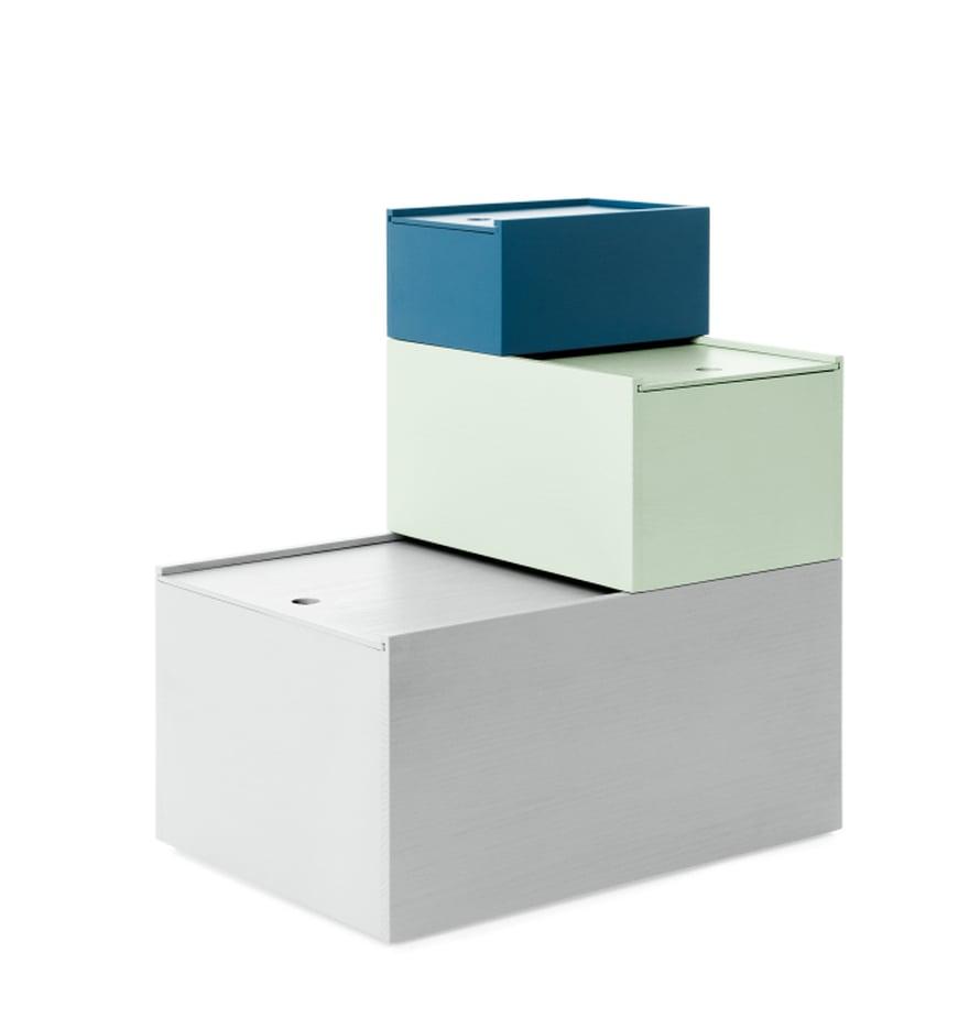 JÄRJESTYY NOPEASTI KUIN LIUKUHIHNALLA. Lundian hyllyihin sopivissa System 123 -laatikoissa on kätevät liukukannet ja herkulliset värit. Kolmen laatikon setti 259 e, Lundia.