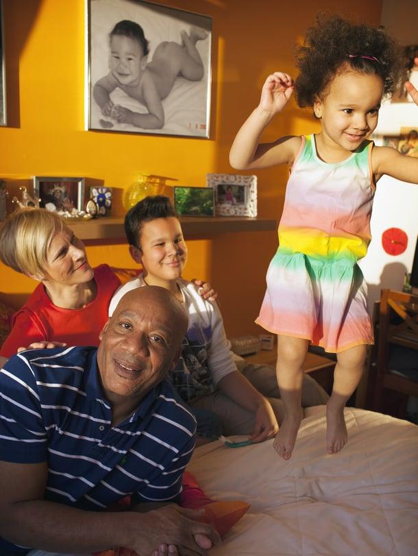 """Helsinkiläisen Roberto """"Bobby"""" Barreran, 58, tekee onnelliseksi perhe: Päivi-vaimo sekä lapset Thomas ja Claudia."""